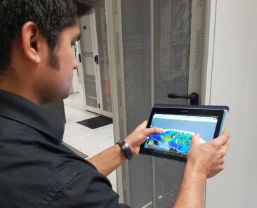 software-tablet-data-centre-display