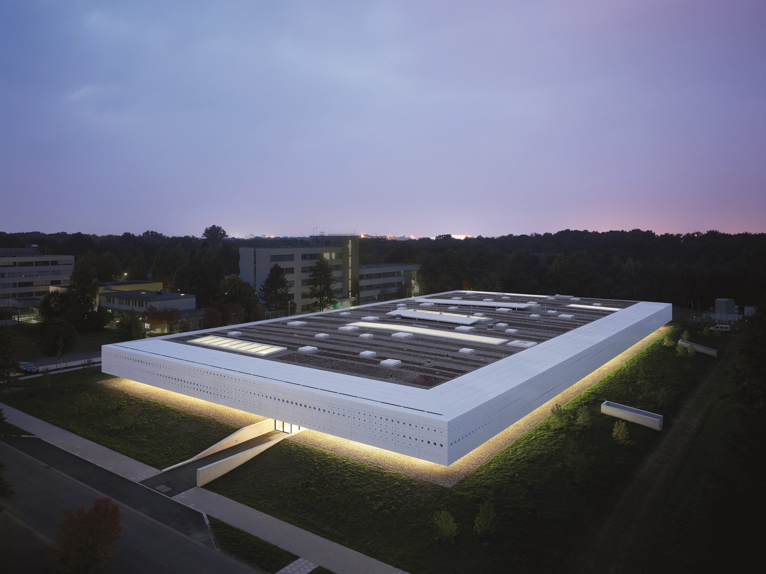 SIGNIFICANT ENERGY SAVINGS FOR DATA CENTRES WITH THE LATEST IN LED LIGHTING